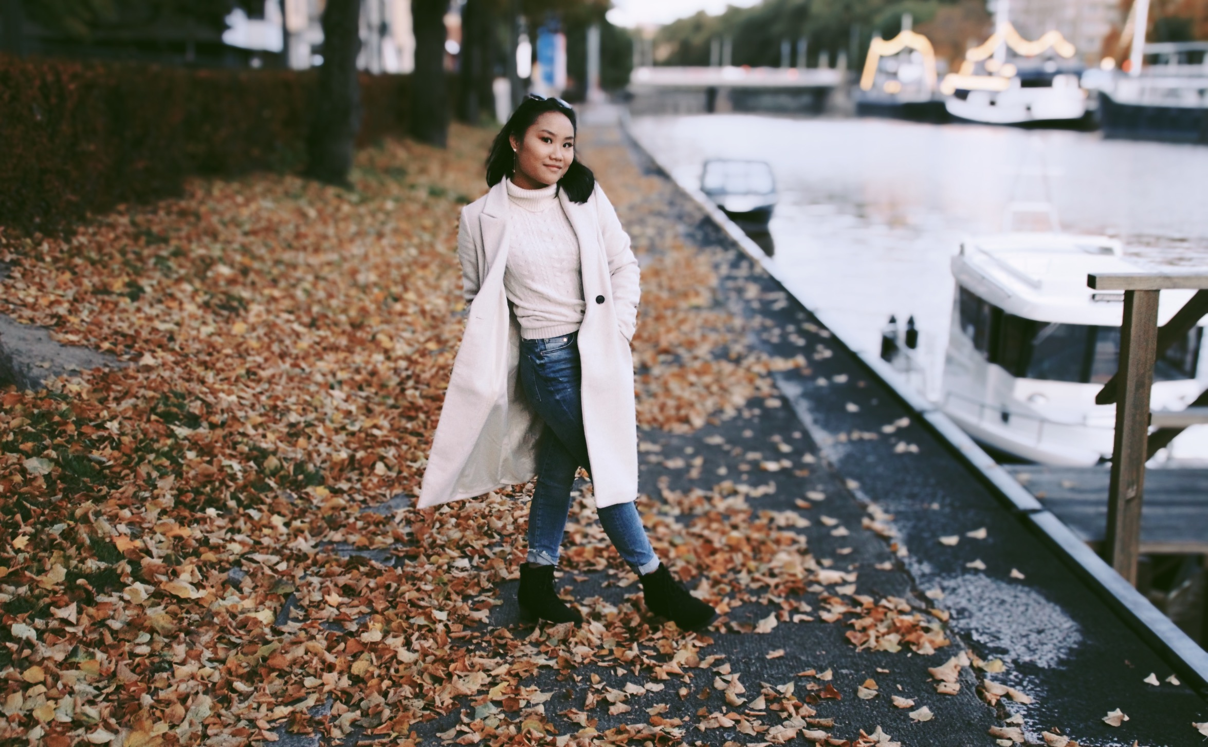 Autumn outfit, Guess poloshirt, Coat from Veromoda and shoes from KooKenkä.